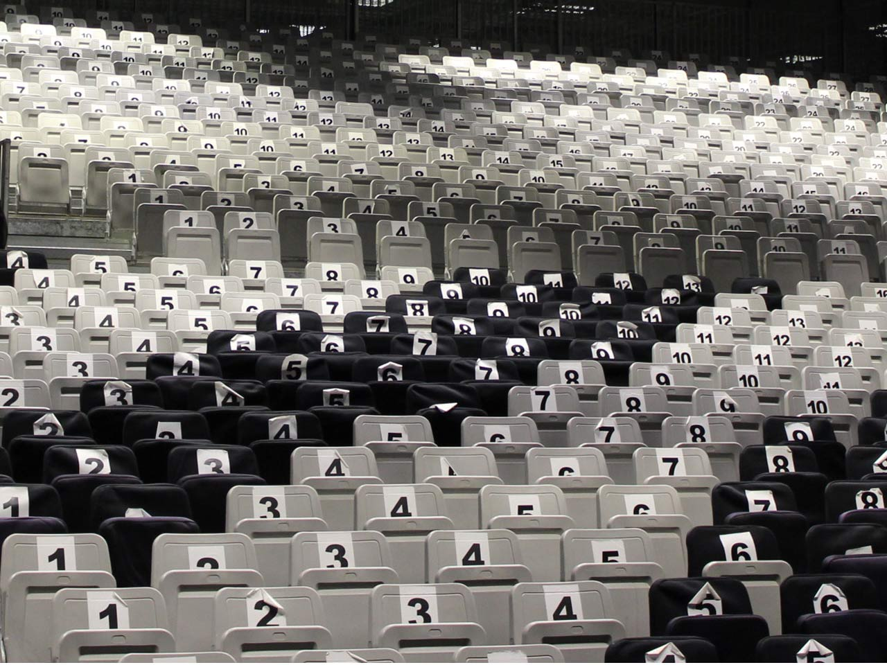 grandstand-seats-events-setup-rental-stadium-seating-sport-management-film-festival-seating-screening-f1-open-air-cinema-17